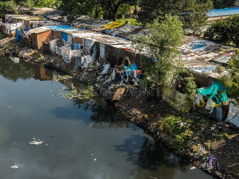 Région de taudis dans Chennai, Inde photos stock
