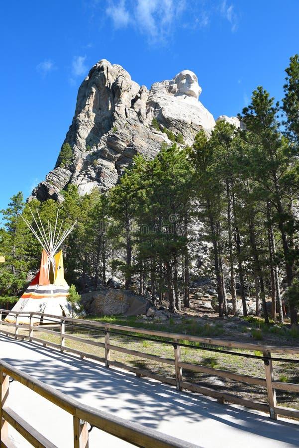 Région Mt Rushmore d'exploration de la jeunesse photographie stock