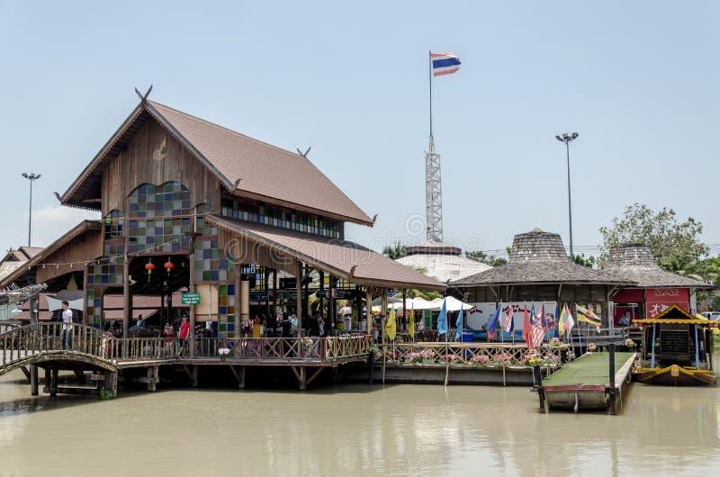 Région quatre et marché de flottement du midi au Th de ville de Chonburi photos libres de droits