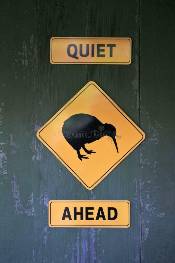 Région tranquille Nouvelle-Zélande du signe n Auckland de Kiwi Ahead photos libres de droits