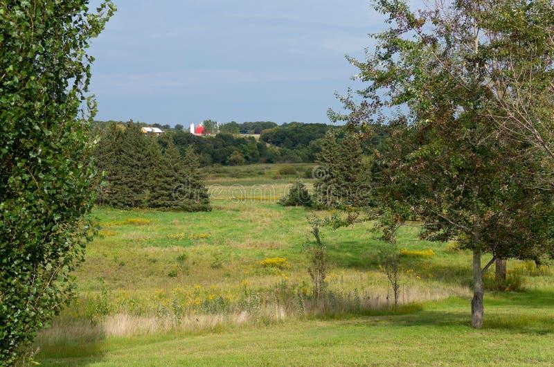 Régions boisées et ferme de prairie dans Chaska photos stock