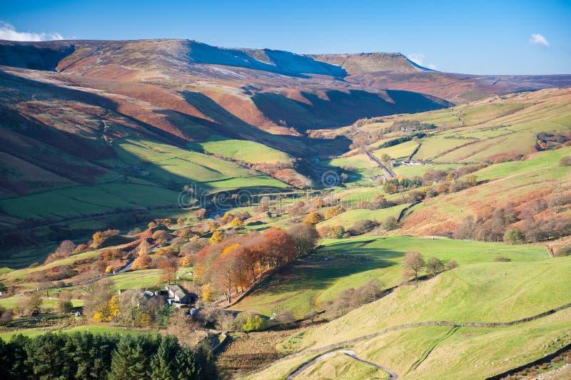 Régions boisées vallée et passage de serpent, parc national de secteur maximal, Derbyshire, R-U photographie stock libre de droits