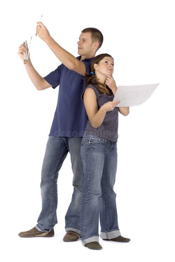 Rénovation de Chambre - couple regardant autour images stock