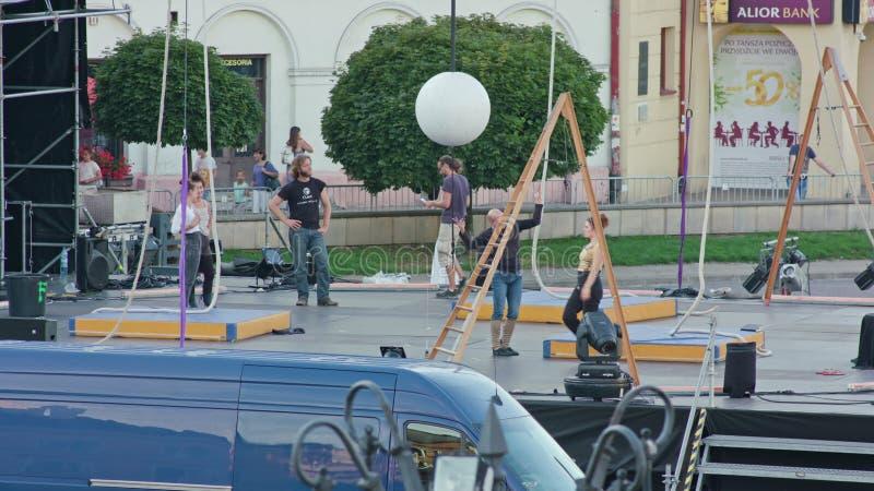 Répétition d'acteurs de Galileo Show sur l'étape photos libres de droits