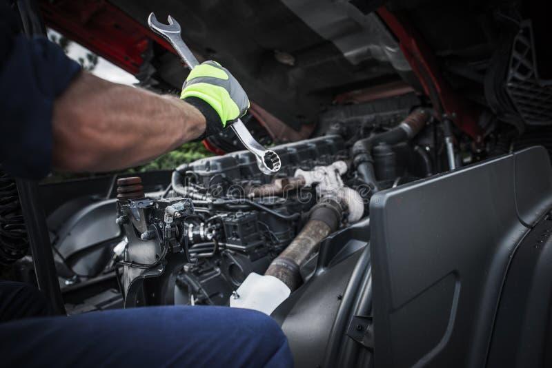Réparation semi du camion image libre de droits