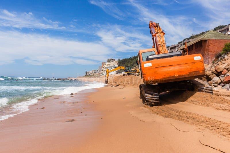 Réparations d'érosion d'océan de plage de construction images libres de droits
