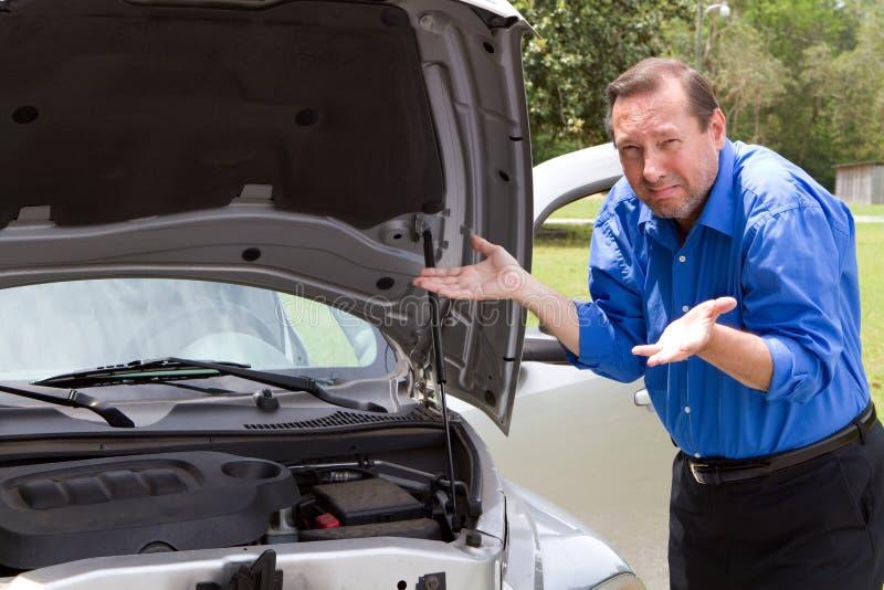 Réparez la voiture cassée photo libre de droits