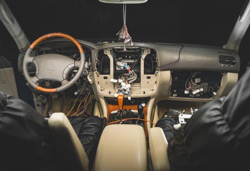 Réparez le câblage de la voiture photo stock