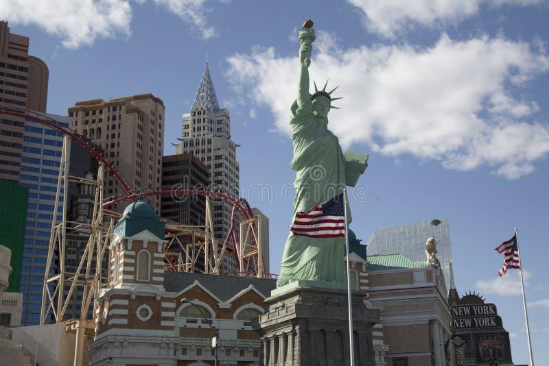 Réplica da estátua da liberdade e o hotel e o casino de New York New York em Las Vegas imagem de stock royalty free
