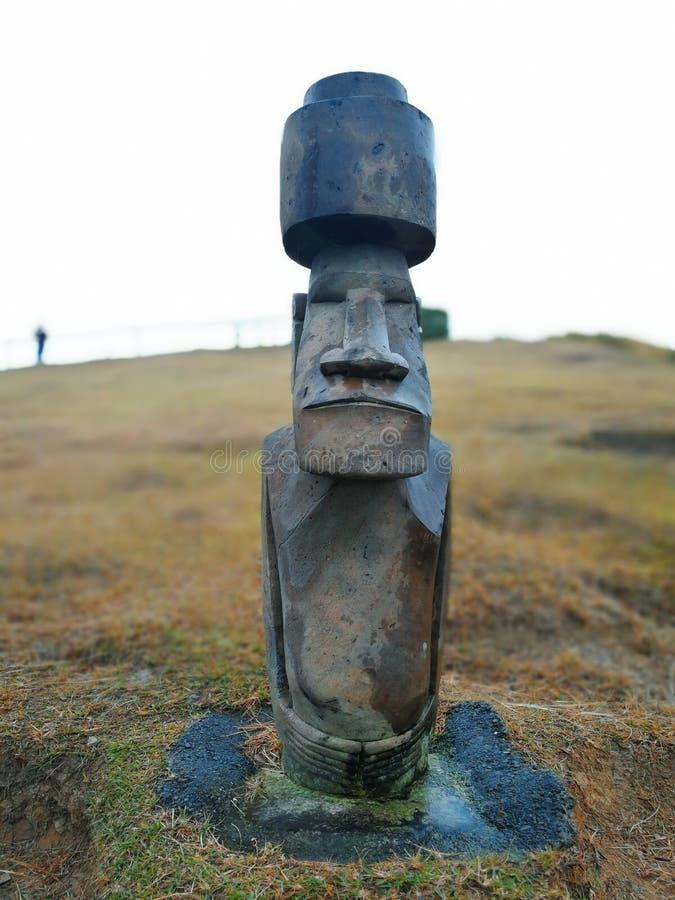 Réplica da estátua de Moai fotografia de stock
