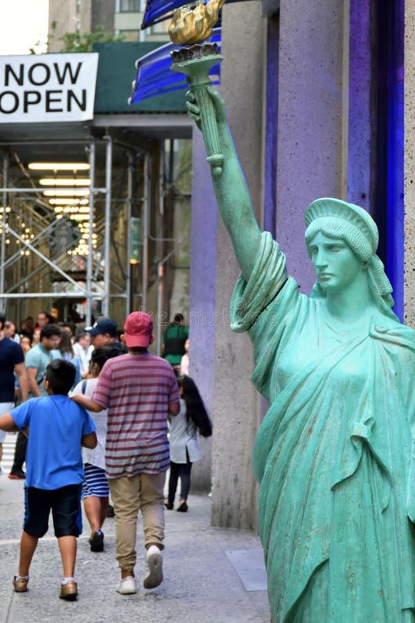Réplica da estátua da liberdade imagem de stock
