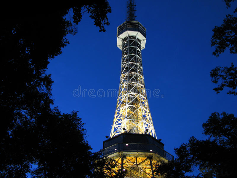 Réplica da torre Eiffel em Praga imagens de stock royalty free