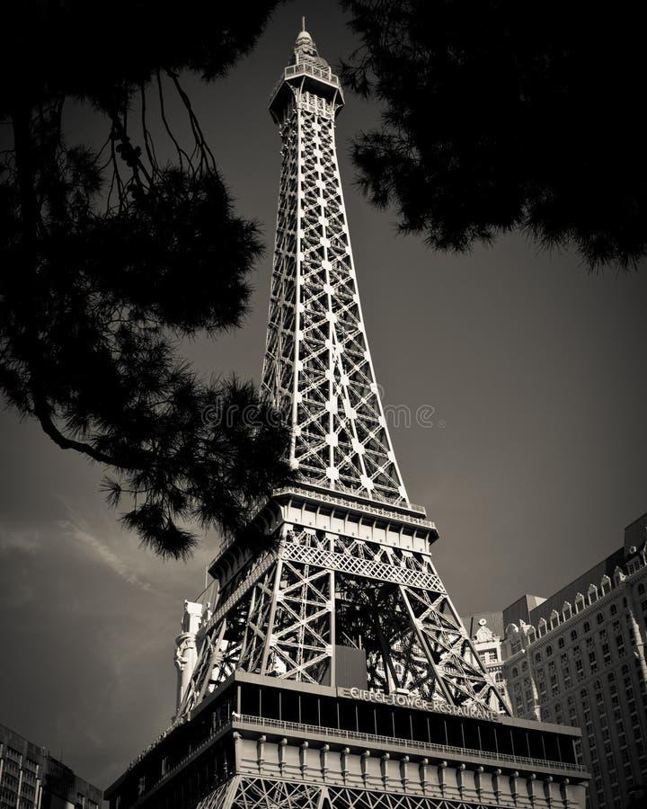 Réplica da torre Eiffel no hotel e no casino de Paris fotos de stock
