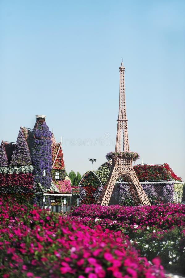 Réplica da torre Eiffel no parque da flor de Dubai fotos de stock