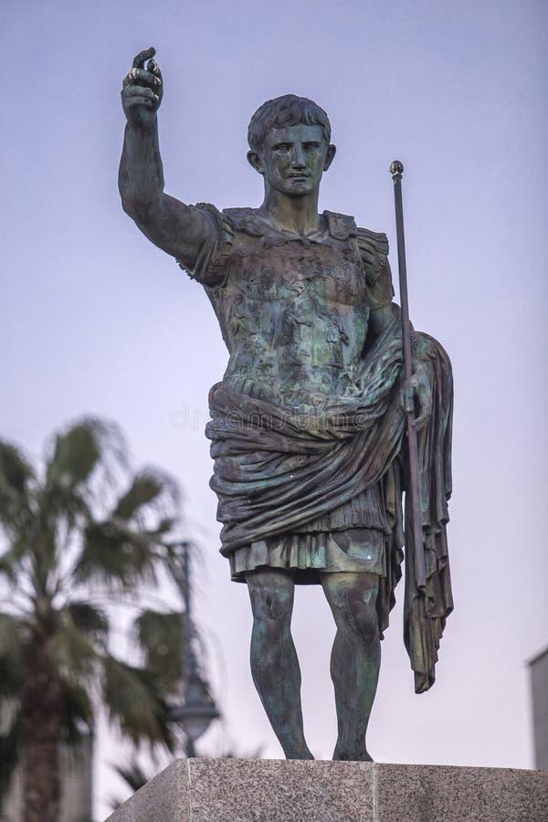 Réplica de Augustus da estátua de Prima Porta no crepúsculo foto de stock