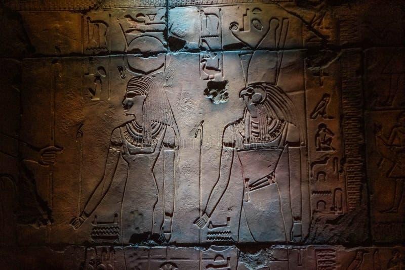 Réplica de Carvings egípcios do templo fotos de stock royalty free
