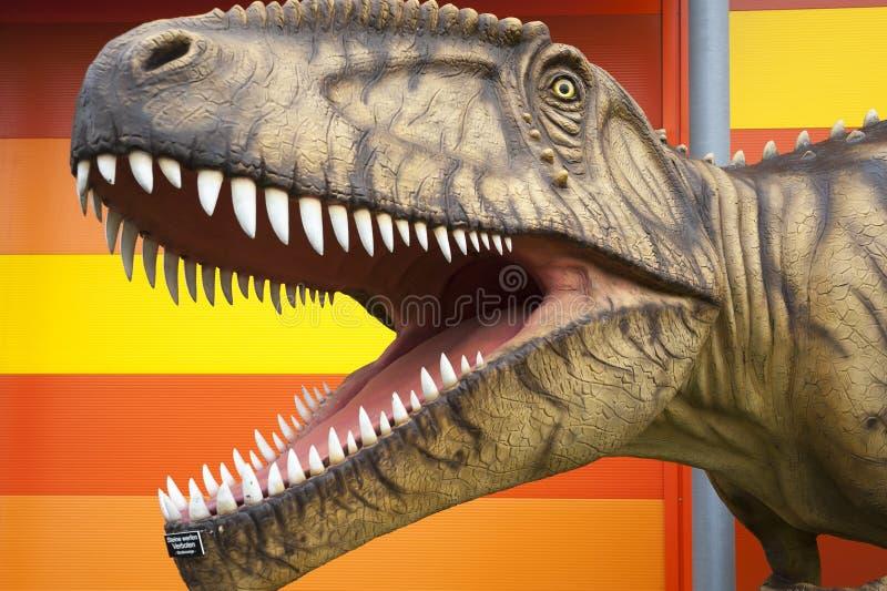 Réplica de um tiranossauro imagem de stock royalty free