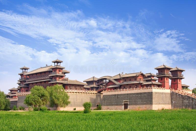 Réplica de uma fortaleza chinesa antiga, situada em Zhuozhou, China imagem de stock royalty free
