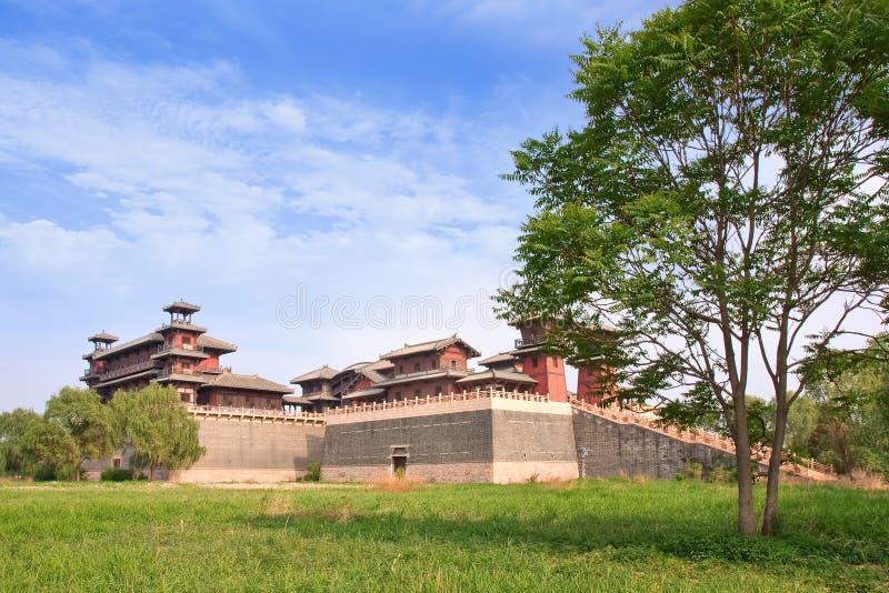Réplica de uma fortaleza chinesa antiga, situada em Zhuozhou, China foto de stock royalty free