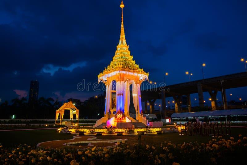 A réplica do crematório real de seu rei atrasado Bhumibol Adulyadej construído para o funeral real em BITEC - interno da majestad fotos de stock royalty free