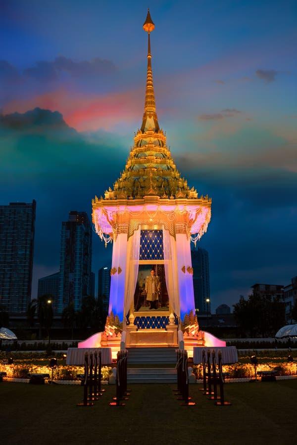 A réplica do crematório real de seu rei atrasado Bhumibol Adulyadej construído para o funeral real em BITEC - interno da majestad fotos de stock