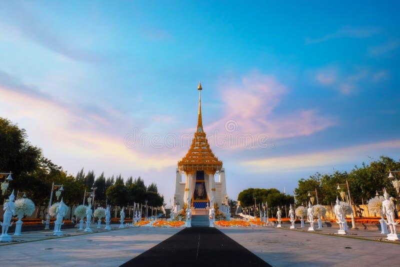 A réplica do crematório real de seu rei atrasado Bhumibol Adulyadej da majestade construído para o funeral real no rei Rama Eu Pa imagem de stock royalty free