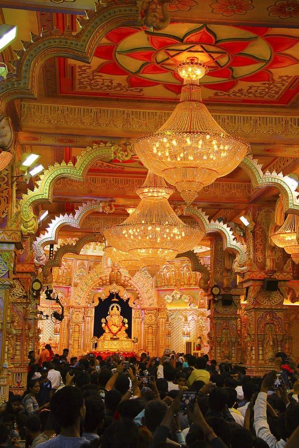 Réplica do templo de Brahmanaspati, festival do ídolo de Shrimant Dagadu Seth Ganapati de Ganapati imagem de stock