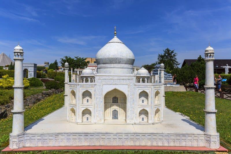 Réplica do templo Taj Mahal Agra, Índia, parque diminuto, Inwald, Polônia fotos de stock