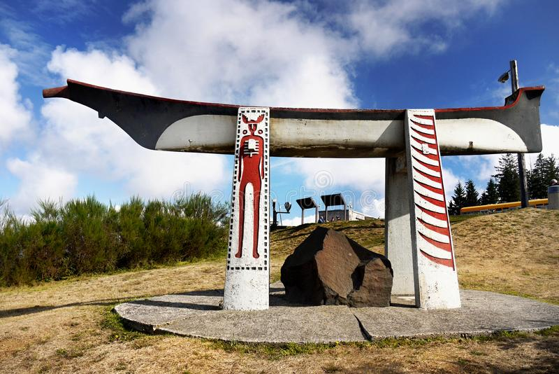 Réplica indiana da canoa do enterro, Astoria Oregon fotos de stock