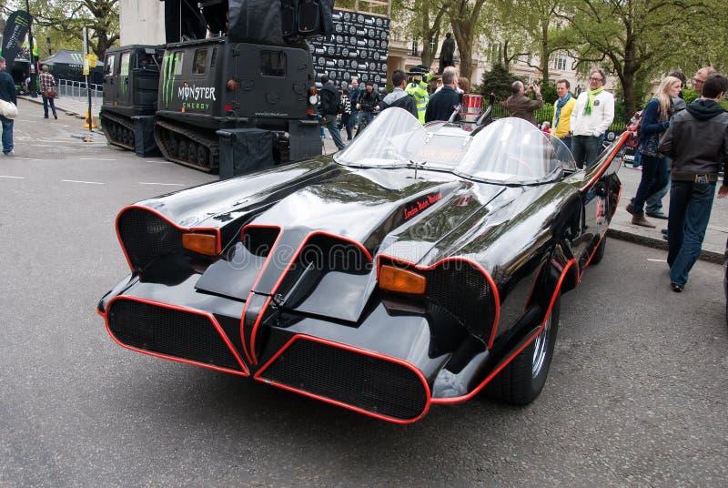 Réplica original de Batmobile na reunião Londres de Gumball imagens de stock royalty free