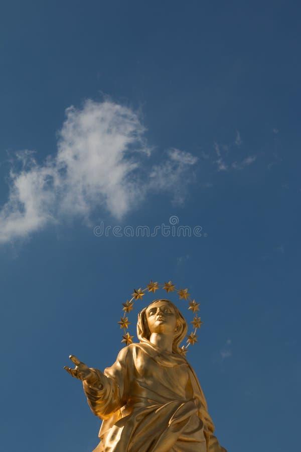 Réplica perfeita da estátua de Madonnina fotos de stock royalty free
