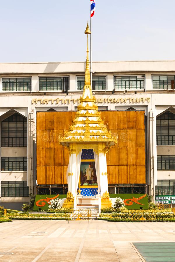 A réplica real do crematório na sede metropolitana da administração de Banguecoque em Tailândia fotos de stock royalty free