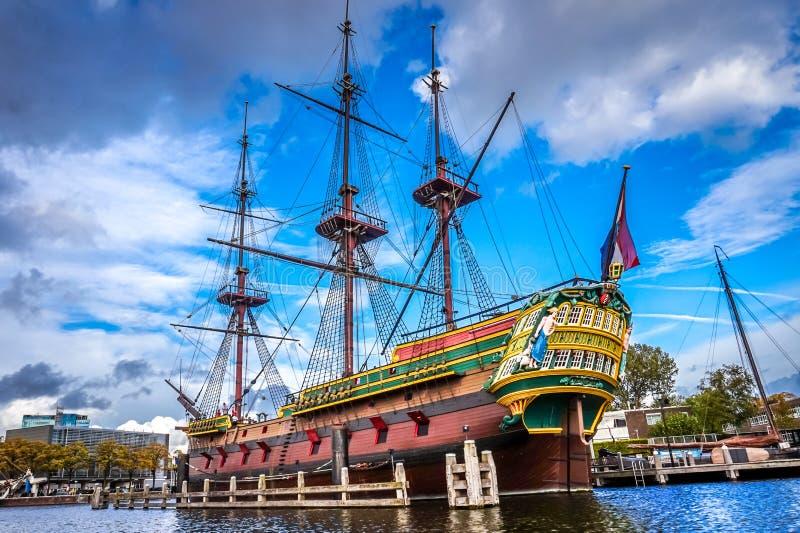 Réplica sem redução do navio do século VIII Amsterdão dos VOC, Holandês Leste Índia Empresa foto de stock