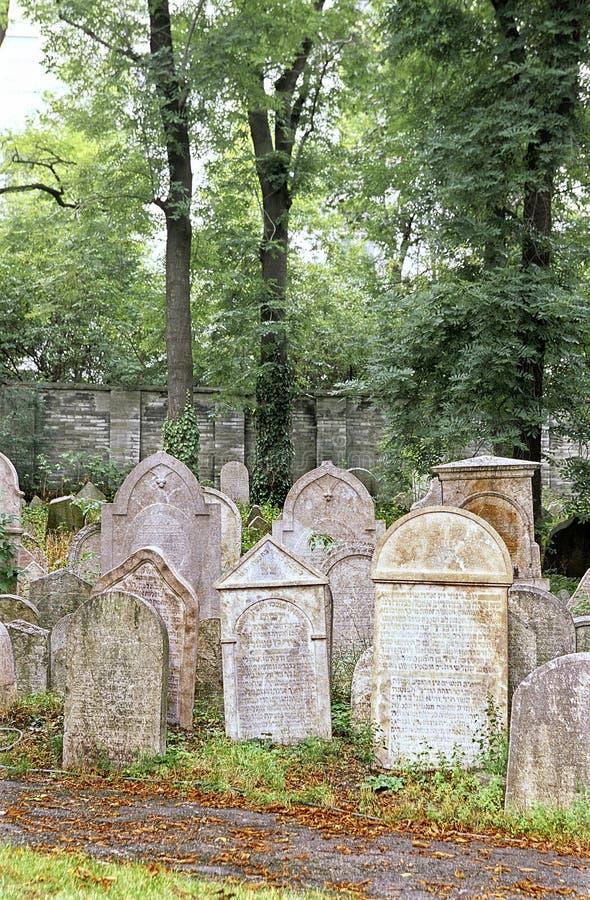 république juive tchèque cementary de Prague photographie stock