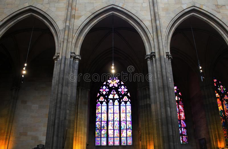 République Tchèque, Prague - 21 septembre 2017 : Fenêtre en verre teinté dans St Vitus Cathedral à Prague images libres de droits