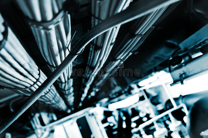 Réseau et cables électriques, flux d'information abstrait dans l'Internet photo libre de droits