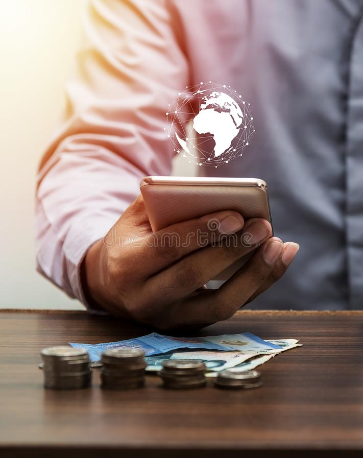 Réseau global de personnes de technologie et interdiction d'Internet d'opérations bancaires en ligne photos libres de droits