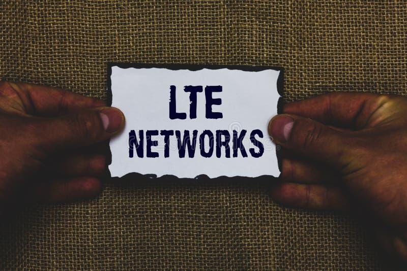 Réseaux de Lte des textes d'écriture Concept signifiant la connexion réseau la plus rapide disponible pour l'homme sans fil de co images stock