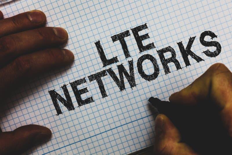 Réseaux de Lte des textes d'écriture Concept signifiant la connexion réseau la plus rapide disponible pour l'homme sans fil de co images libres de droits