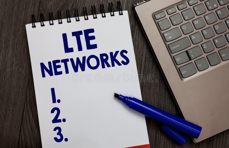 Réseaux de Lte des textes d'écriture Concept signifiant la connexion réseau la plus rapide disponible pour le blanc ouvert de car images stock