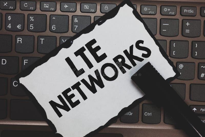 Réseaux de Lte des textes d'écriture Concept signifiant la connexion réseau la plus rapide disponible pour le livre blanc de comm images stock