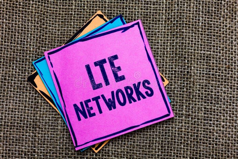 Réseaux de Lte des textes d'écriture Le concept signifiant la connexion réseau la plus rapide disponible pour le papier sans fil  photographie stock libre de droits