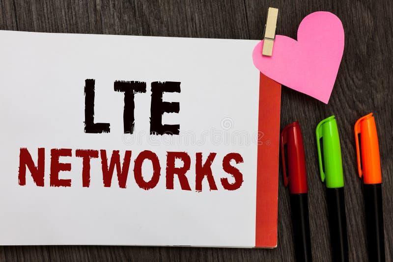 Réseaux de Lte des textes d'écriture de Word Concept d'affaires pour la connexion réseau la plus rapide disponible pour le carnet image libre de droits
