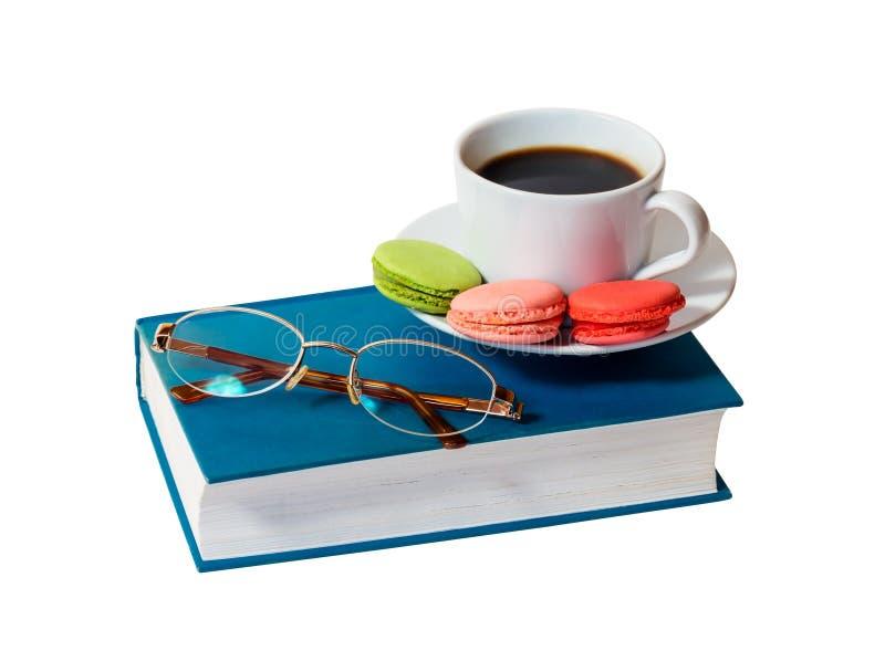Réservez avec les verres et la tasse de café blanche d'isolement images libres de droits
