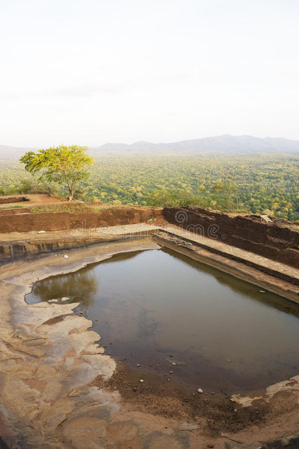 Réservoir antique chez Sigiriya, Sri Lanka image libre de droits