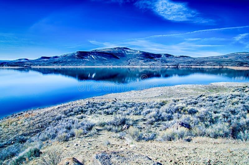 Réservoir bleu de MESA dans la réserve forestière le Colorado de gunnison image stock