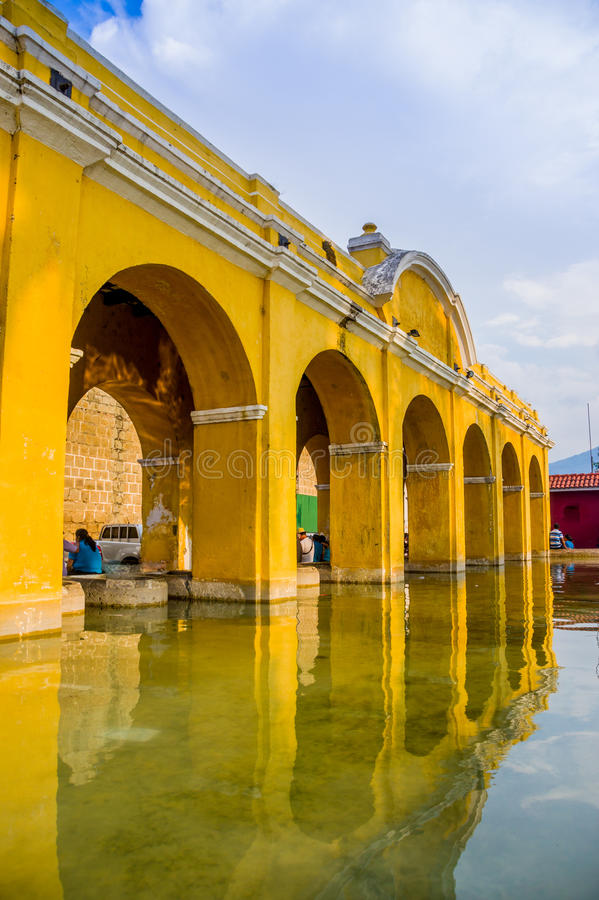 Download Réservoir D'eau Des Syndicats De La à L'Antigua Guatemala Photo stock - Image du tranquillité, montagne: 45358952