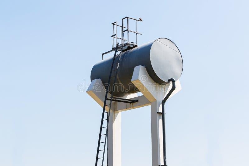 Réservoir d'eau du robinet en acier de cylindre photos stock