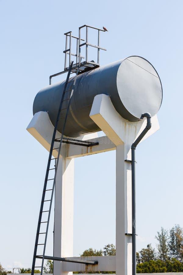 Réservoir d'eau du robinet en acier de cylindre photo libre de droits