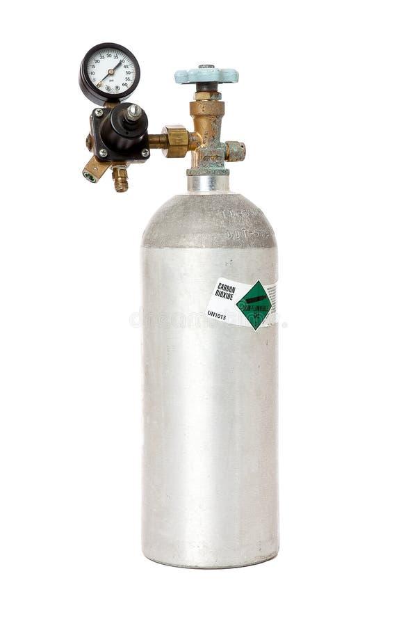 Réservoir de dioxyde de carbone avec le régulateur d'isolement sur le blanc photos libres de droits